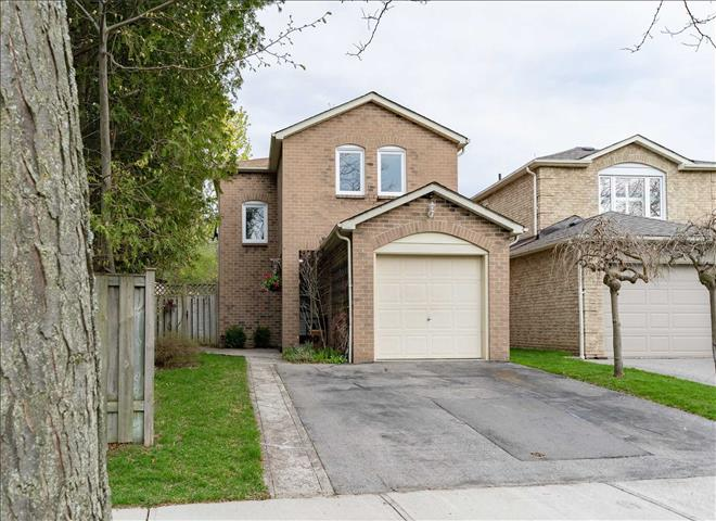 77 Fisher Cres